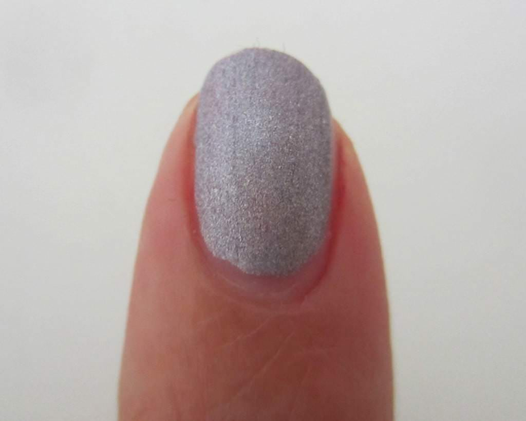 Luxury Lacquers - Plum me up scotty Swatch