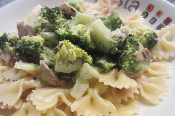 Nudeln mit Broccoli und Pilzen