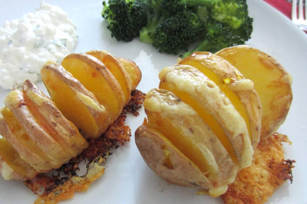 Überbackene Kartoffel mit Brokkolie