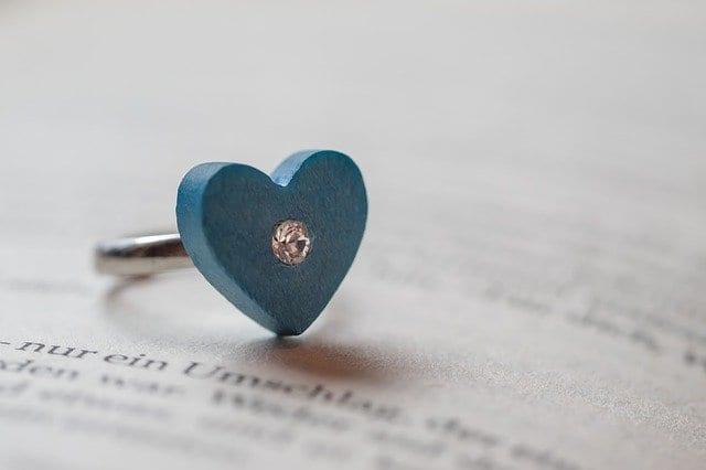Wie Sie den richtigen Verlobungsring finden